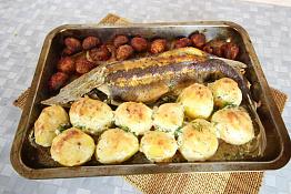 Запеченная стерлядь в духовке с картошкой и грибами
